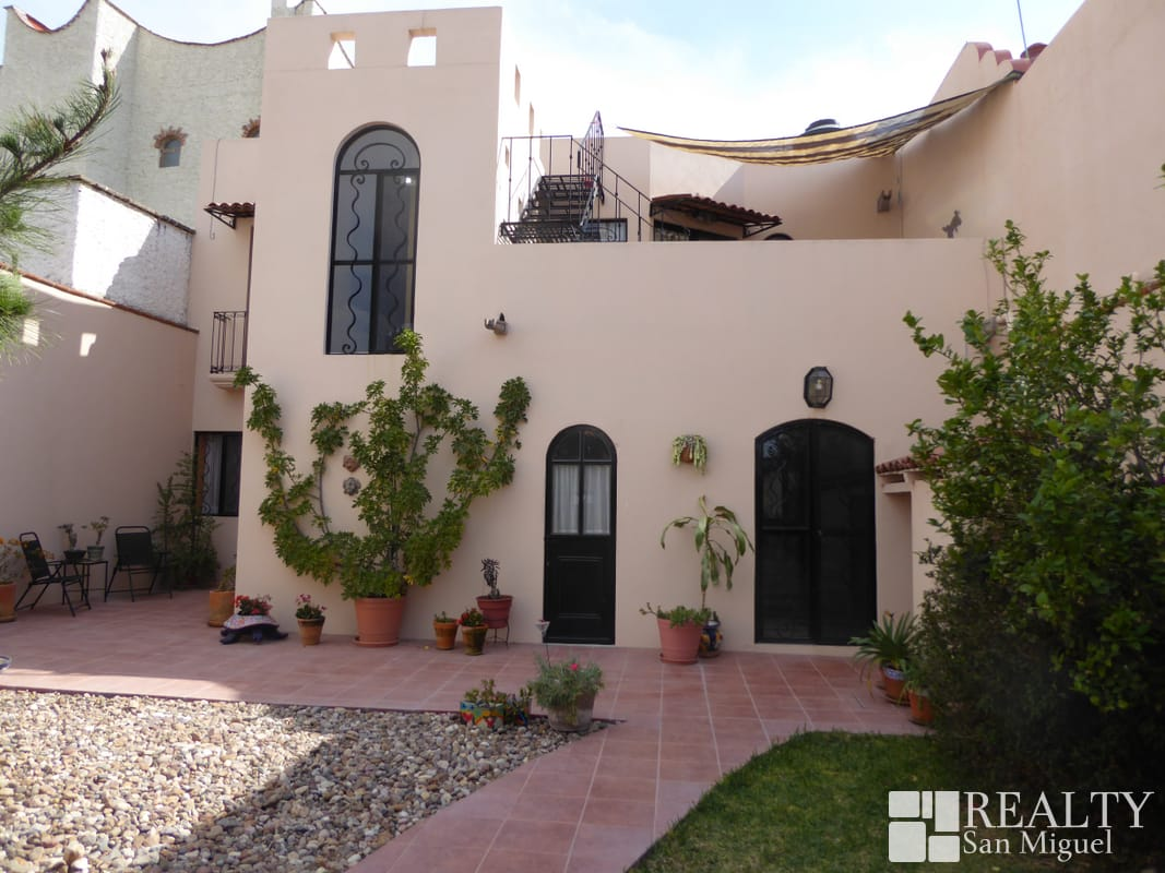 26841 Sweet home w/large enclosed garden on quiet  - Home
