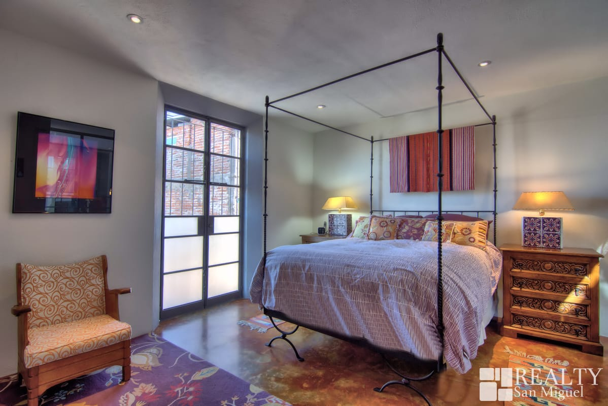 Spectacular Two Bedroom Pied 224 Terre Available Apr Oct27 2019